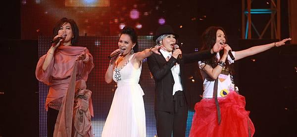 四位歌手載歌載舞演唱dancing queen_2.JPG