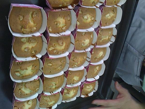桂圓蛋糕出爐.JPG