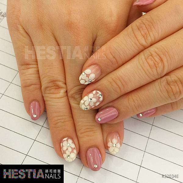 粉紅鑽心白花
