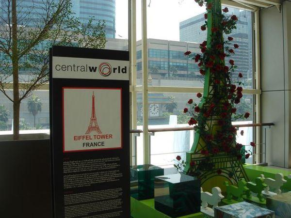 這裡是冒出花的巴黎鐵塔