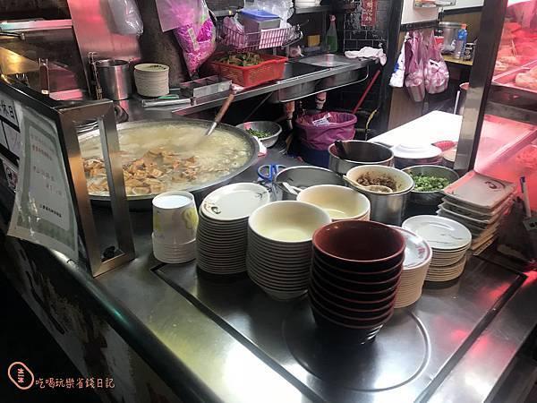 三重通化街古早味滷肉飯米粉湯6.jpg
