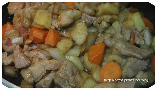 馬鈴薯燉肉3.jpg