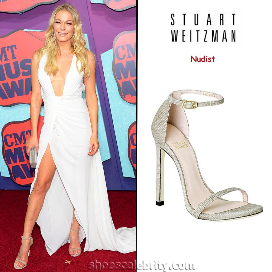 LeAnn-Rimes-Stuart-Weitzman-Nudist-Sandals