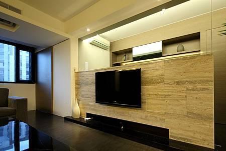 tv強&廚房入口