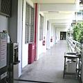教室外走廊全景