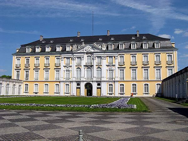 00.Bruhl-Schloss_Augustusburg_innenhof