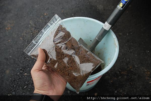 這就是取樣的土壤可以送分析嚕