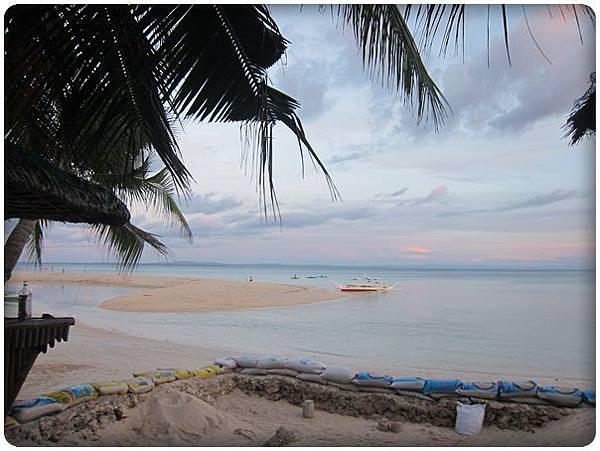 0605-9-旅館外面的海灘.jpg