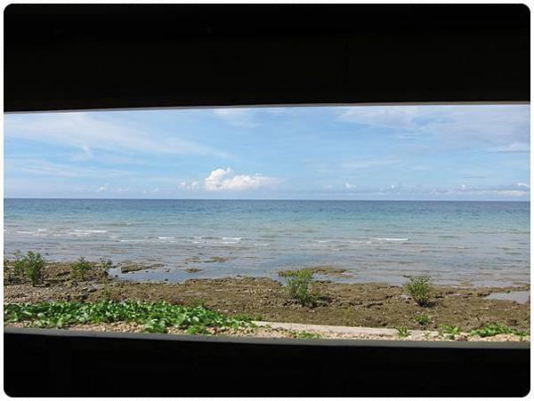 0609-11-透過車窗看出去的海.jpg