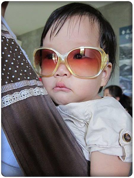 0630-3-小綠豆戴姐姐的墨鏡.jpg