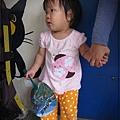 0814-61-YIZ阿姨牽著手.jpg
