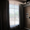 room-28-白天房門口旁的窗戶.jpg