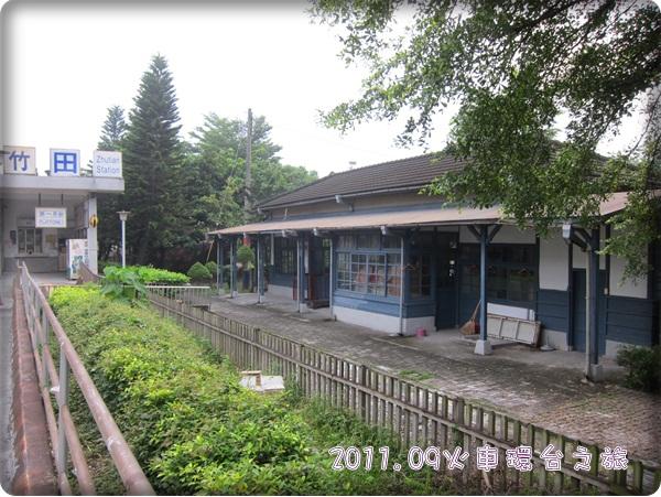 0906-2-左邊為現在的售票亭,右為就的車站.jpg