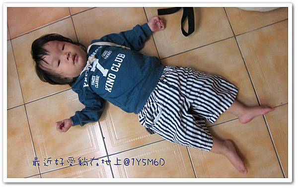 1001027-6-躺在地上.jpg