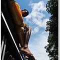 1105-16-坐在公車車頂的人.jpg