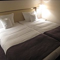 MOEVENPICK HOTEL.第一晚的床