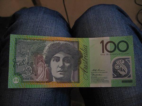 澳幣100元˙女生面
