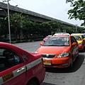 五顏六色的計程車