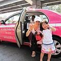 一定要跟粉色計程車照一張