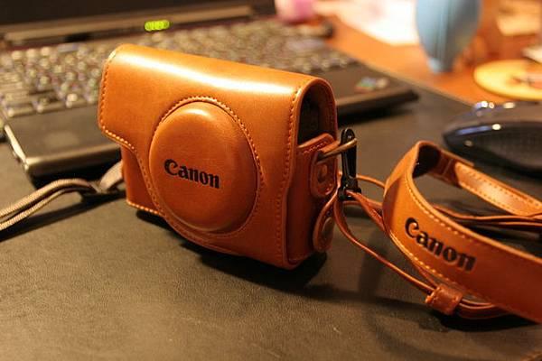 皮套背帶上也有Canon字樣