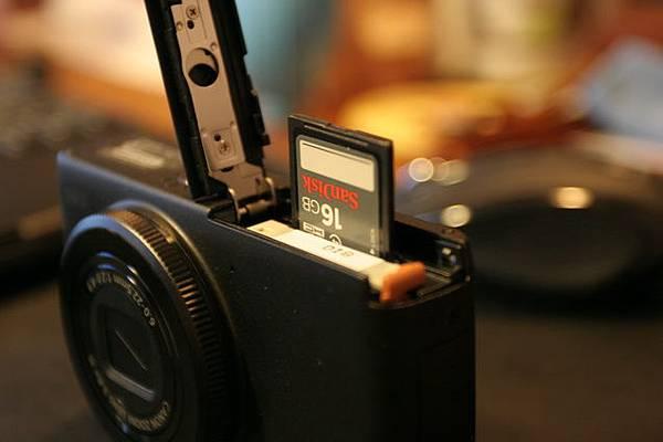 電池與記憶卡底蓋
