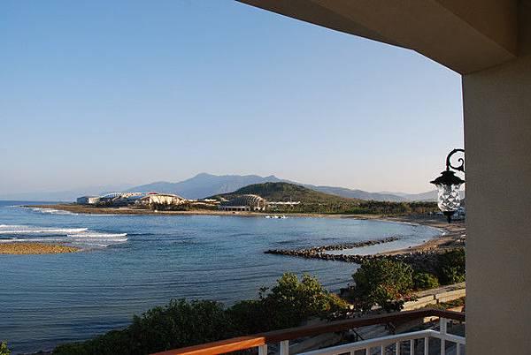 面海房間陽台看海一景