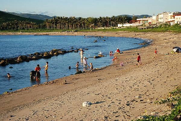 後灣沙灘戲水情形