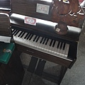小學低年級教室裡都會有的風琴^^