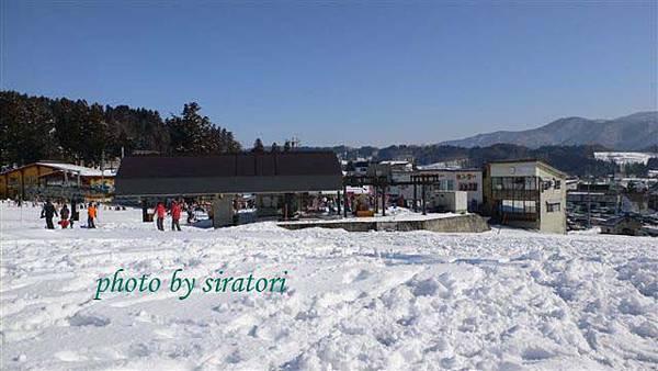 到達戶狩滑雪場,旁邊就是初級的lift