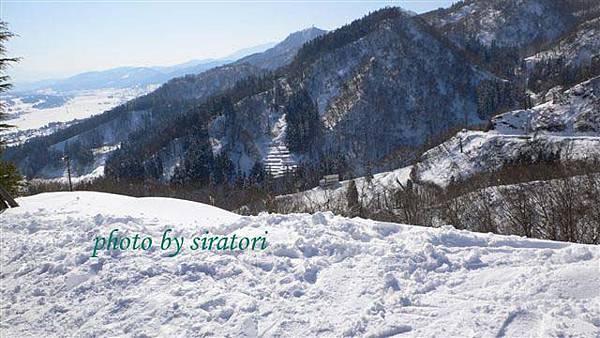不愧是中級的滑雪坡道,能看到的景色就是那麼的美