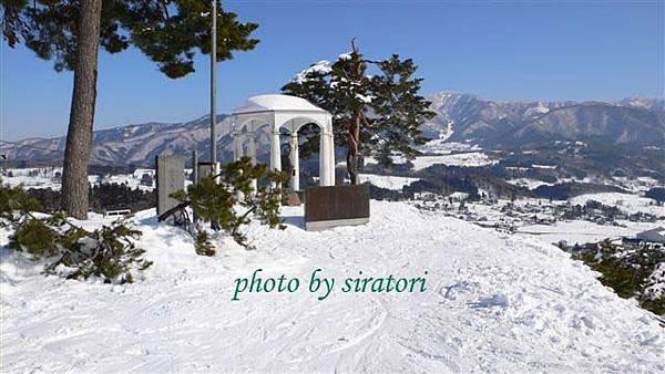 每個滑雪場裡似乎都會有一個守護神