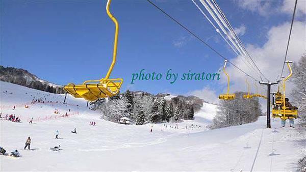 已經不是滑雪初心者的我,可以從容的在lift上拿著相機東拍西拍