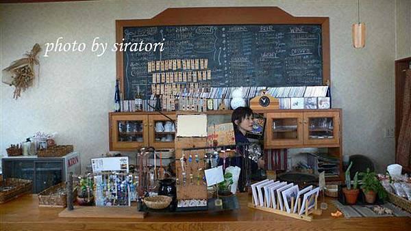 這裡有名的是燒咖哩,一客1334円還不付飲料,有點小小貴。