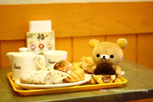 懶懶熊吃甜甜圈.jpg