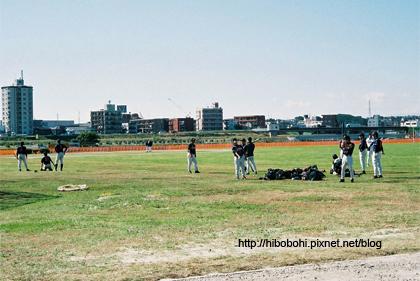也有大把學生在打棒球