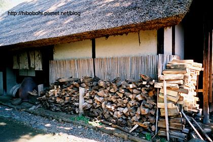 砍好的柴也是不可或缺的。