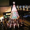 MIDTOWN一顆很像萬花筒的聖誕樹