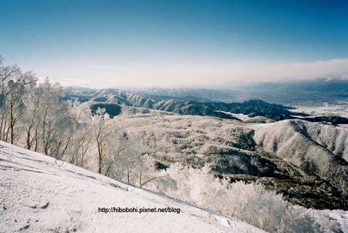 從標高1770m的山頭往下看,整個世界雪白一片。