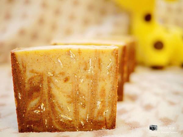 蜂蜜燕麥牛奶皂049-wm.JPG