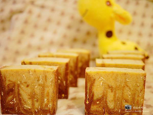 蜂蜜燕麥牛奶皂052-wm.JPG