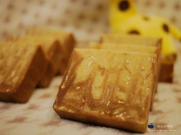蜂蜜燕麥牛奶皂055-wm.JPG