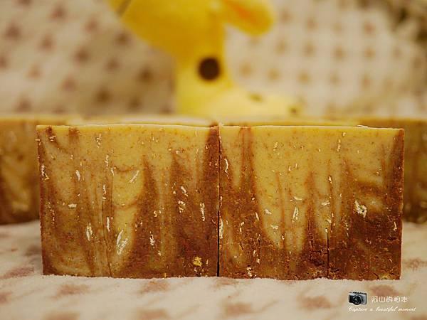 蜂蜜燕麥牛奶皂057-wm.JPG