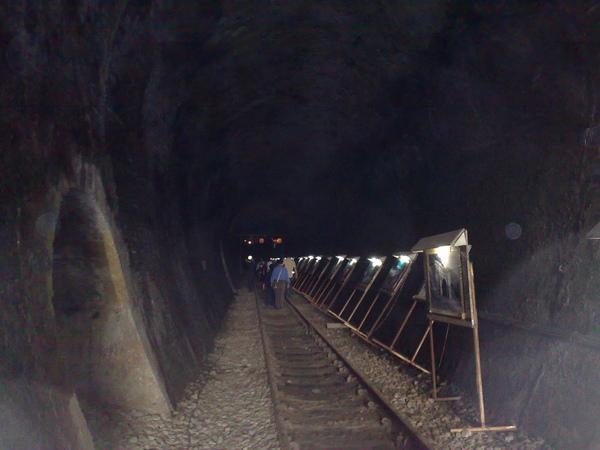 隧道內的展示.jpg