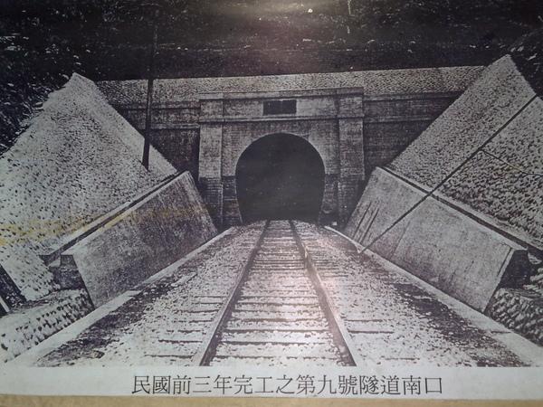 隧道內的展示-2.jpg