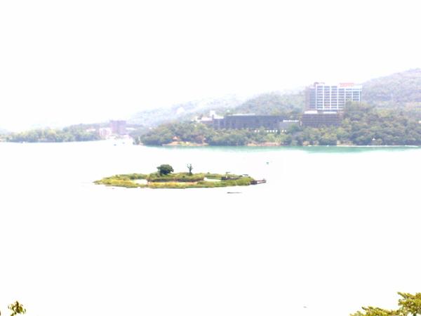 往下看的拉魯島.jpg