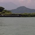 湖中央的拉魯島.jpg
