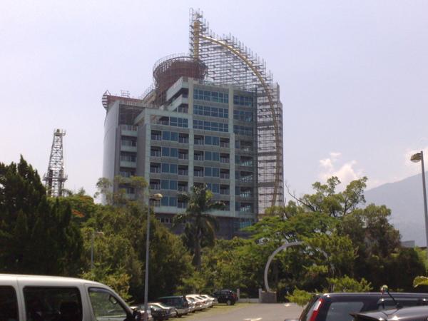 興建中的帆船飯店.jpg