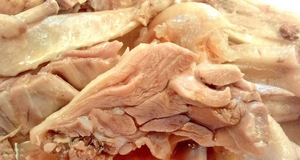 侯家滷味肥美滑嫩清香沒有任何乾柴的部位吃起來像鵝肉 但牠只是鹹水鴨.jpg