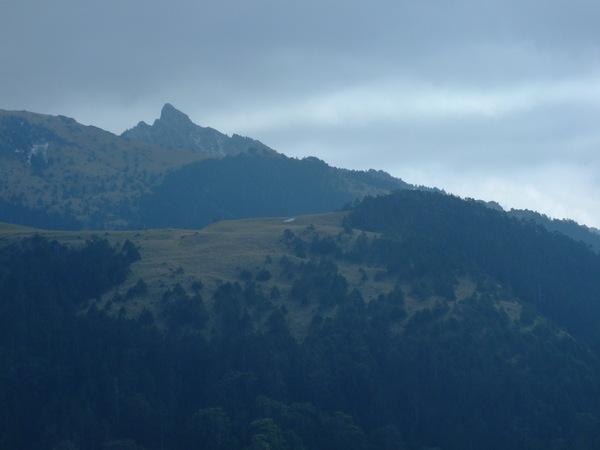 南峰與西稜