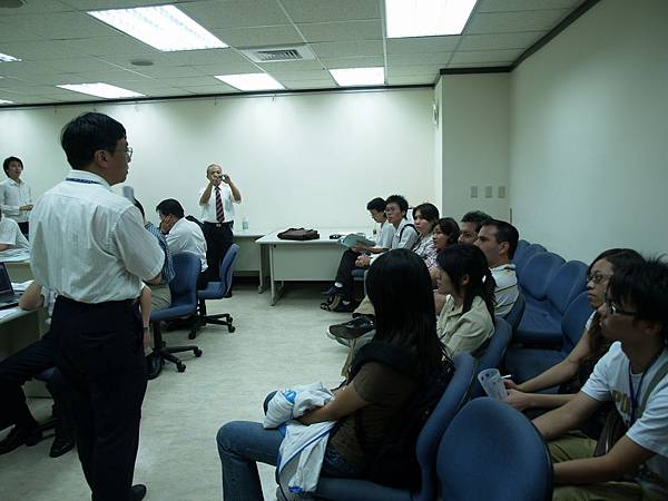 參訪軟體協會,劉士豪教授解釋企業主報告的流程_resize.JPG